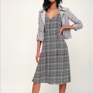 Lulus gray and black plaid midi dress size M